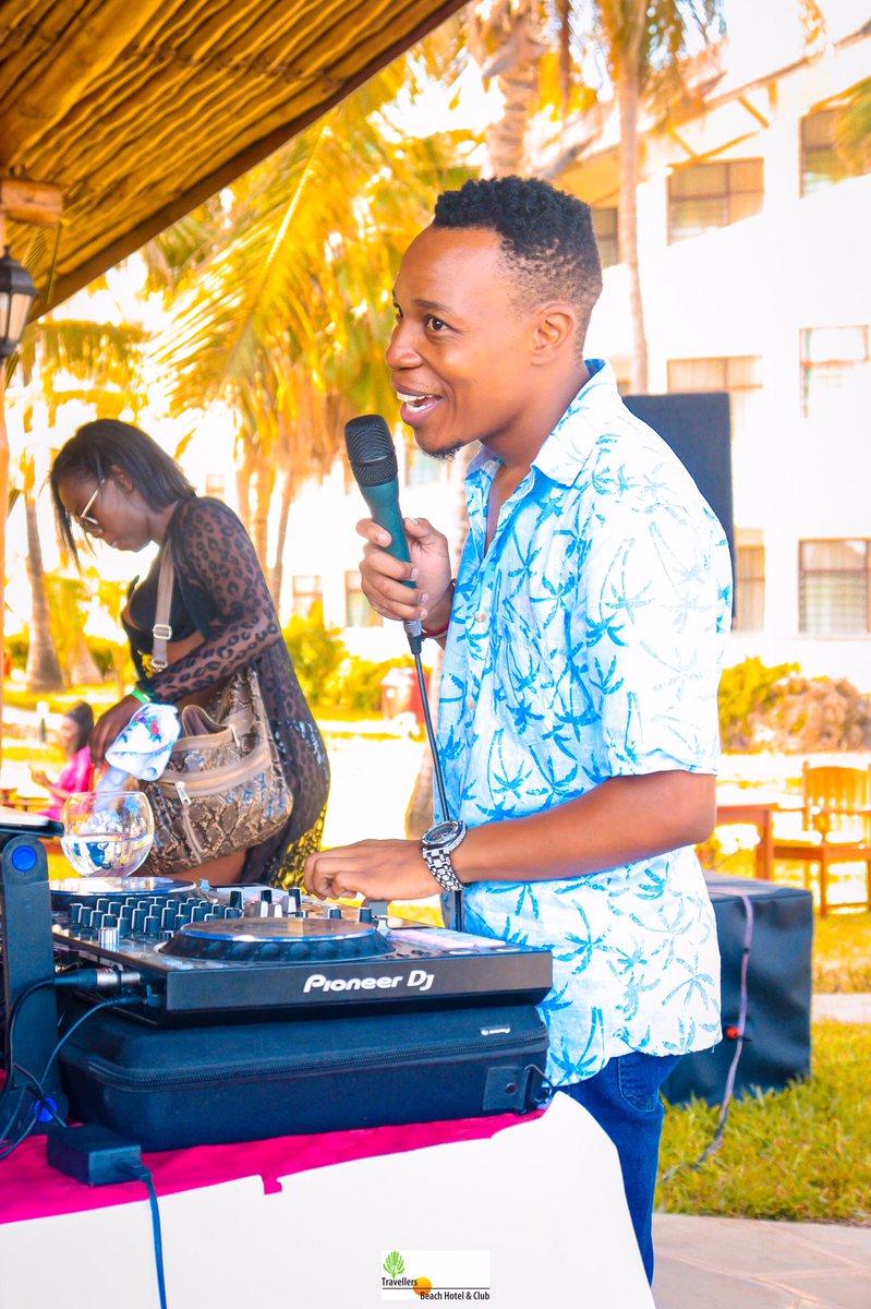 Najua madem mnataka maboy wanavaa suti na wanafanya kazi bank.. lakini sisi Djs ndio tuko 🤣🤣🤣.  #DjMashaLive #InaugurationDay #Inauguration2021 #Inauguration #MagicalKenya #TembeaKenya #Mombasa #Travel