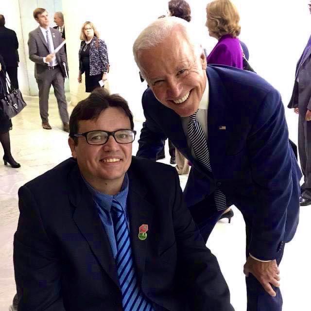 URGENTE: Agora é OFICIAL: este cearense tem foto com o Presidente dos Estados Unidos. Tenha um bom governo @joebiden ! Faça muito pela Democracia e pelas pessoas com deficiência dos EUA ♿️🙌  #ByeByeTrump ! #BidenHarrisInauguration