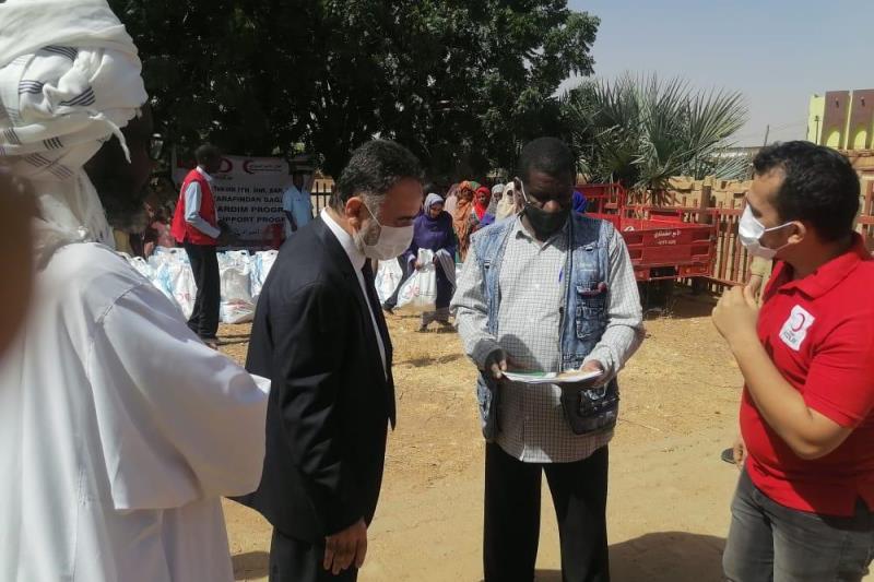 السفير التركي بالخرطوم يشهد تدشين سلال غذائية بمنطقة الخليلة شمال الخرطوم بحري    #سونا #السودان