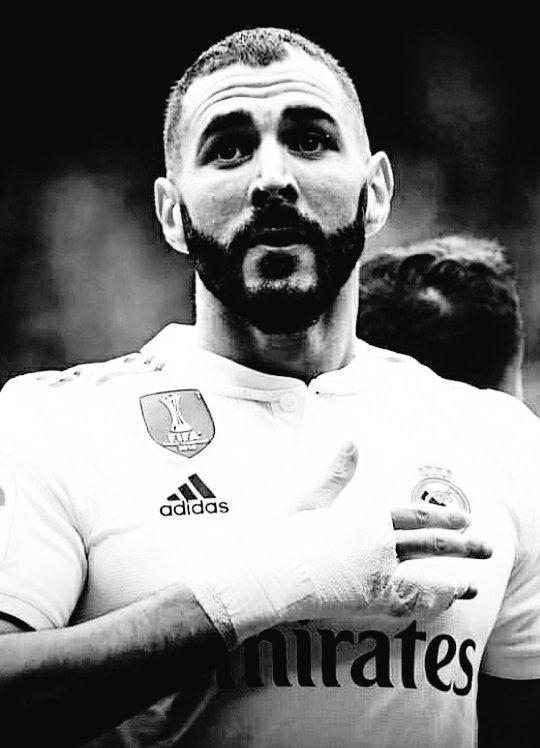 @KDjaziri @Benzema @OL @realmadrid Los sueños se cumplen ❤️🙌 para @Benzema  se cumplió primero jugar en el Ol 🇫🇷 como nunca se había jugado haciendo inolvidable esa época 💯.Después en el Real Madrid💯 donde sigue haciendo historia 🔥El mejor atacante🇫🇷del mundo 🦁 sigue Crack ❤️ #nueve  Bien dicho @KDjaziri!