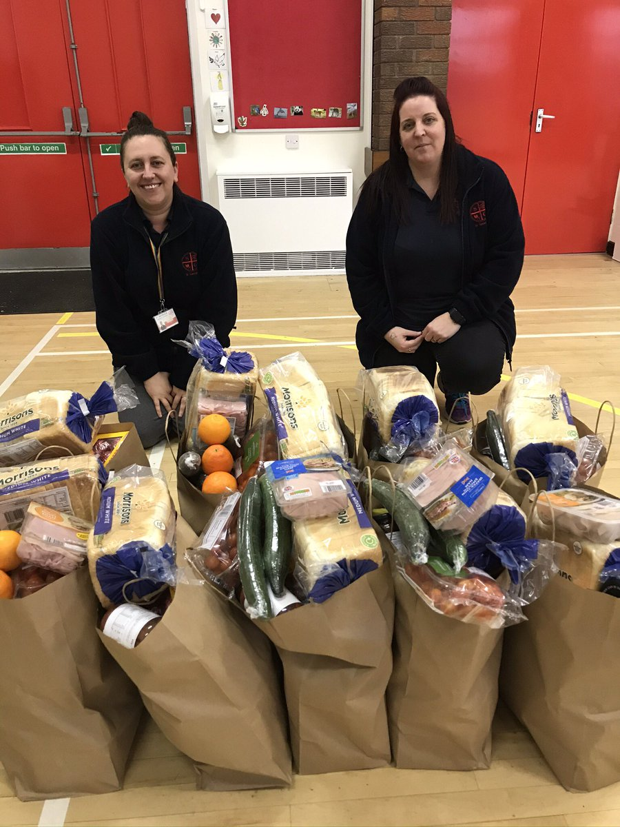Thanks to our Dragon's Diner team we have lunch hampers ready for another 210 children - some #FSM, some not. Parents; they are ready for you to collect. Lots of fresh, healthy produce...and a couple of little treats!🤫 🥒🍎🍊🥕🥗🍇🍫 #ENDCHILDFOODPOVERTY