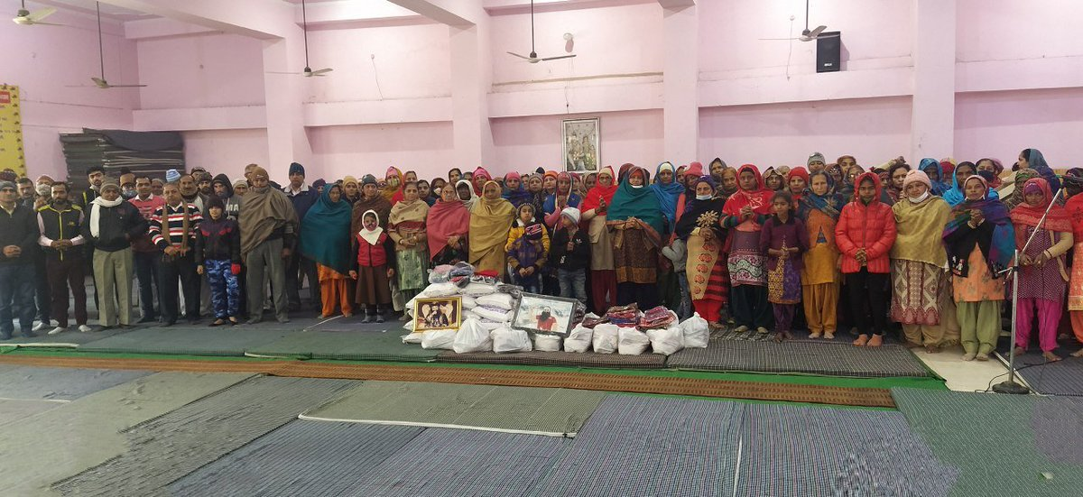 #BabaRamRahim #SaintDrGurmeetRamRahimSinghJi #DeraSachaSauda volunteers keep fast of once in a week to end the hunger of needy. #FoodBank #InstaDaily #FastingToEndHunger #PhotoOfTheDay #Humanity #FeedTheHungry #EndHunger #FoodDrive .