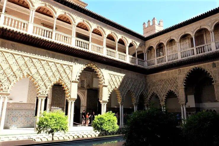 #ViveAndalucia | Los 10 lugares imprescindibles de Sevilla para cuando puedas volver a visitarnos  vía @ElviajeMehizo #Sevilla