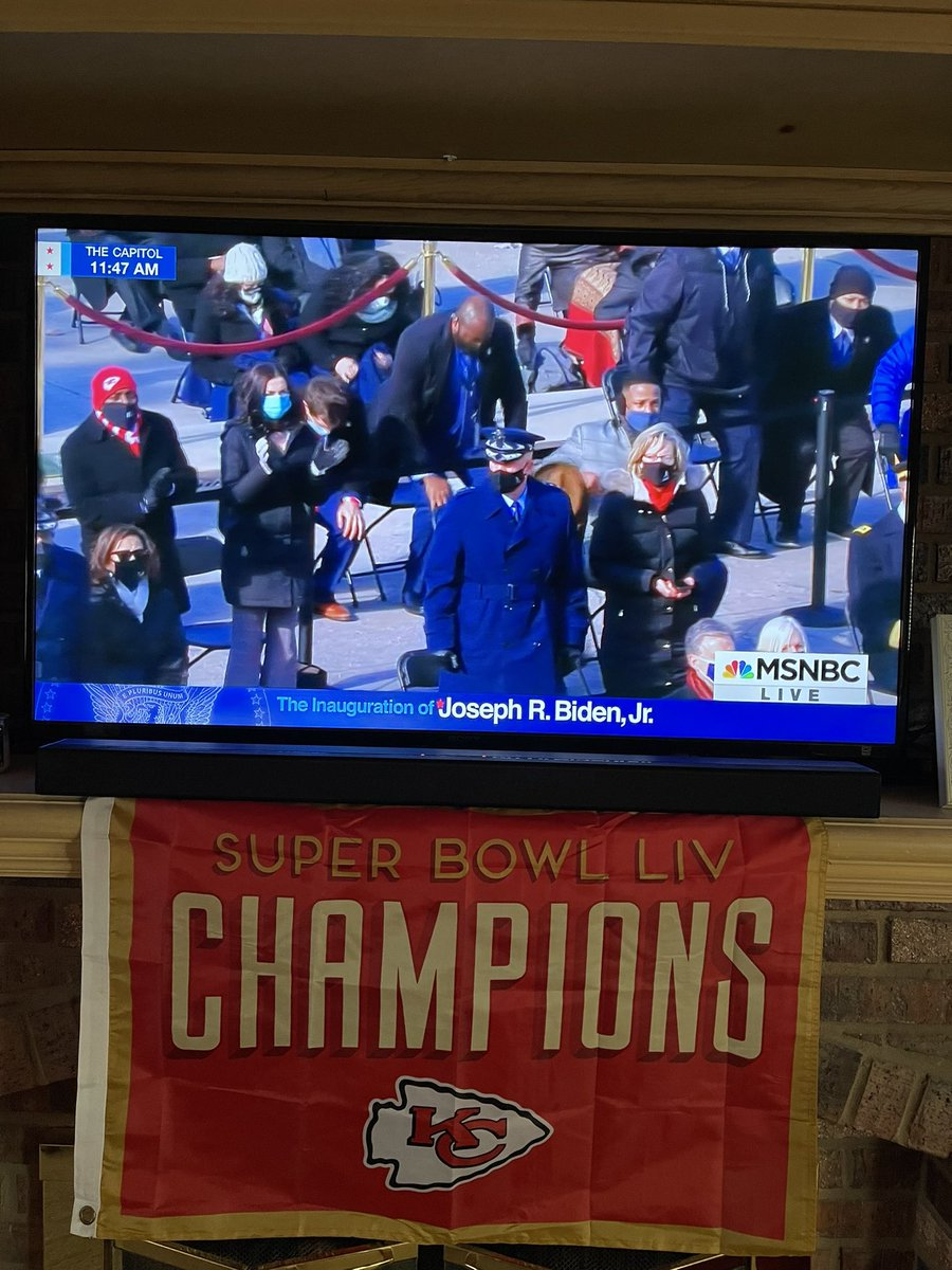 Did everyone see that @Chiefs beanie during the inauguration 😳😳😳😳😳#RunItBack #ChiefsKingdom #Inauguration2021