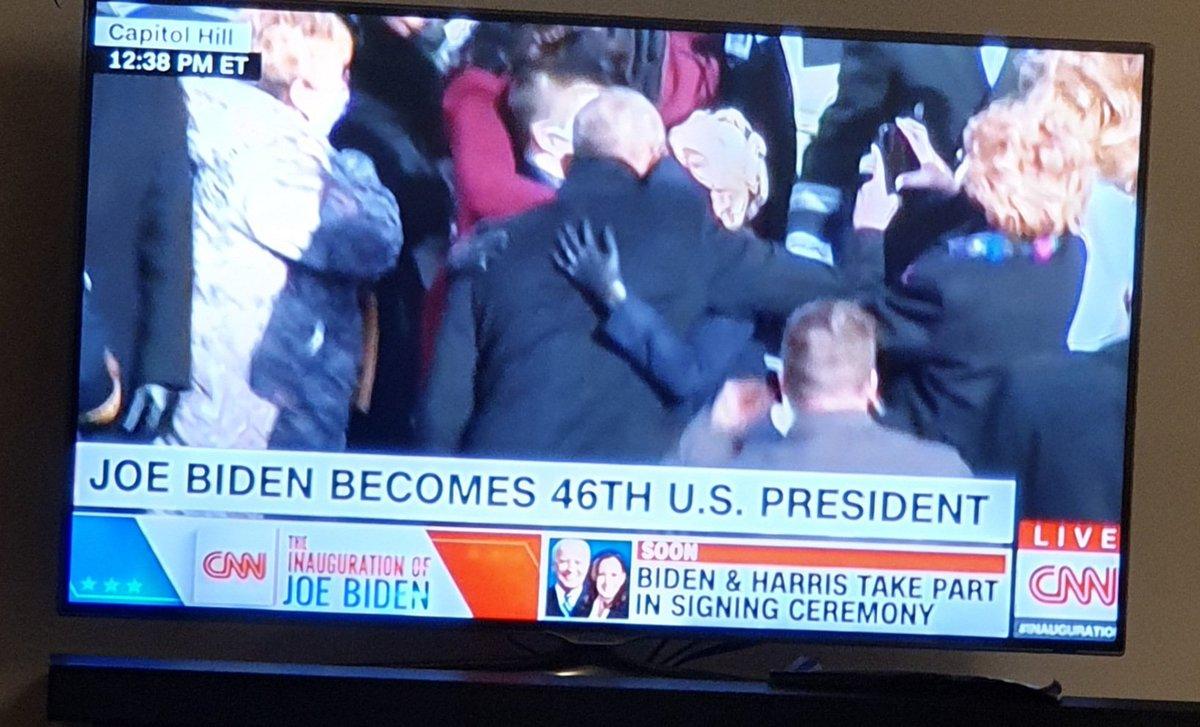 Ich wüsste gerne, was Lady Gaga Obama gerade gesagt hat. Es war ihr sehr wichtig, so schien es. #Inauguration2021 #CNNElection