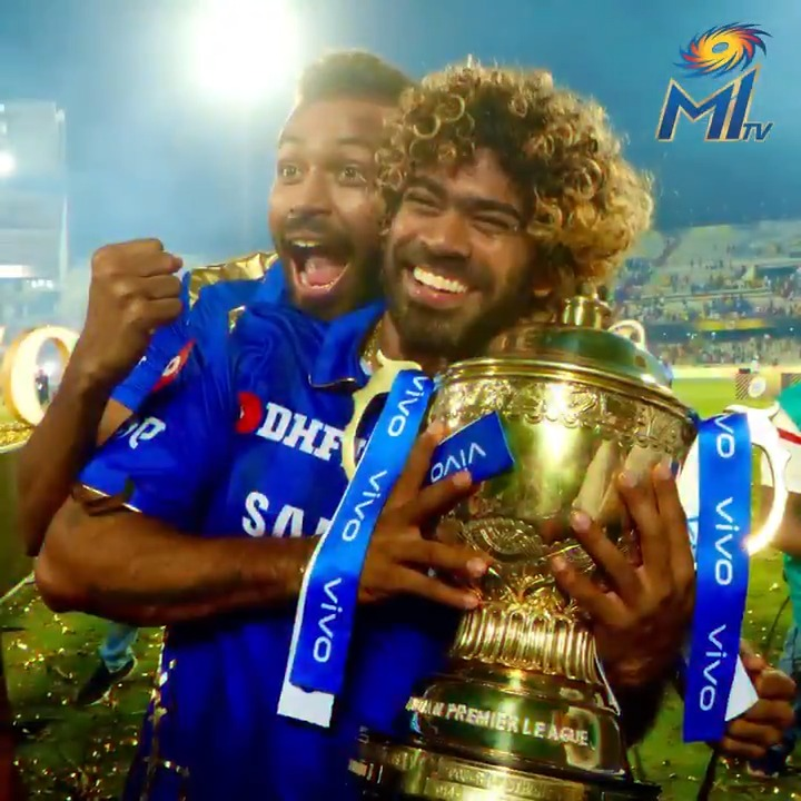 👀 Malinga is staring down. He lifts his hand up and kisses the ball. Wankhede is echoing with MA-LIN-GA  MA-LIN-GA as he picks up momentum in his run up. He slings and bowls. The ball moves, dips and finds the base of the stump through the batsman's defence. 🎯