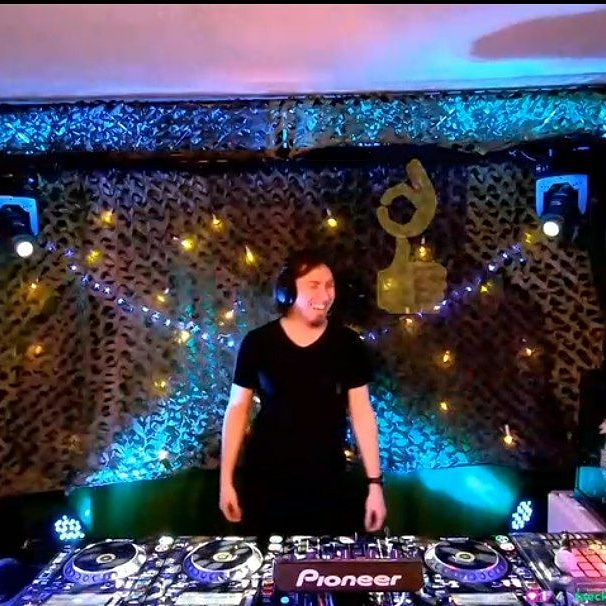 What's going on with the emotes there??? XD #twitch #pioneer #pioneerdj #emotions #lol