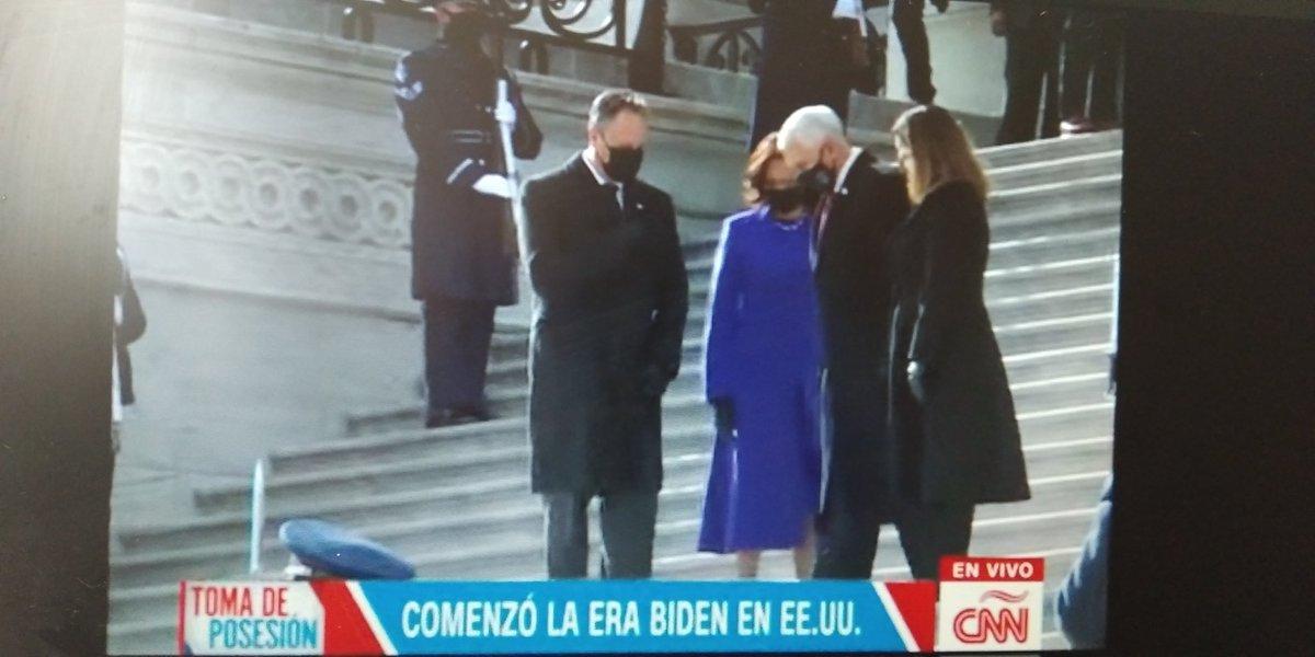 La Vicepresidenta @KamalaHarris despide a su predecesor @Mike_Pence del Congreso de los Estados Unidos de América  #Capitolio  #JoeBiden  #20Enero  #KamalaHarris