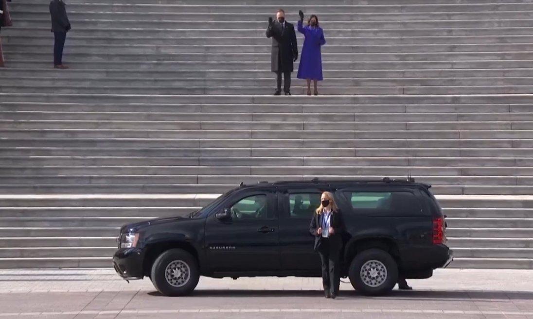 ➡️➡️Momento que sale el presidente #46 de #EstadosUnidos, Joe Biden desde el #Capitolio hacia la #CasaBlanca 🏡 su nueva residencia a partir de este momento #HCHNoticias ⬅️⬅️