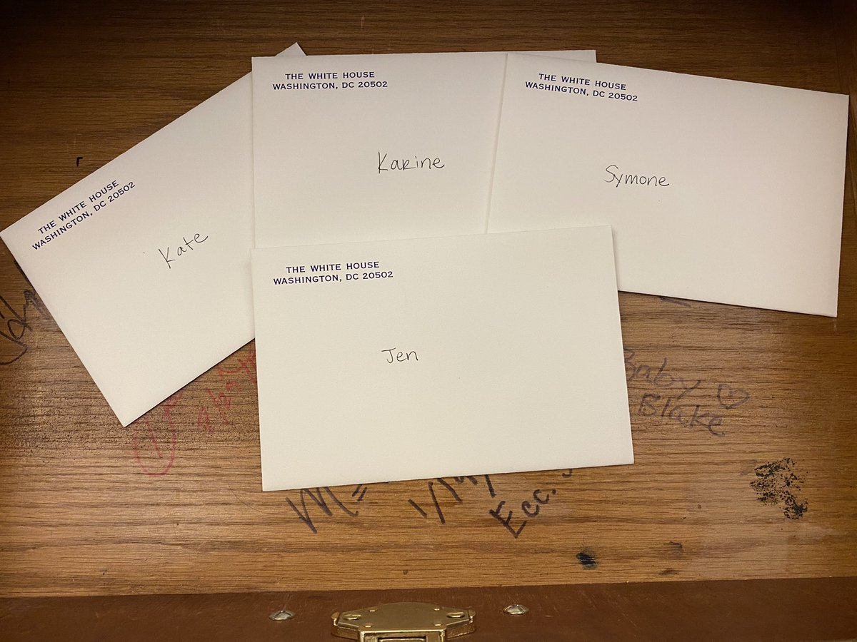 Wishing all the best to President @JoeBiden's incoming press & communications team.   Left these notes for @PressSec, @K_JeanPierre, @SymoneDSanders & @KBeds — sending my prayers as you begin your service to the American People! https://t.co/CFsVGSRDiC