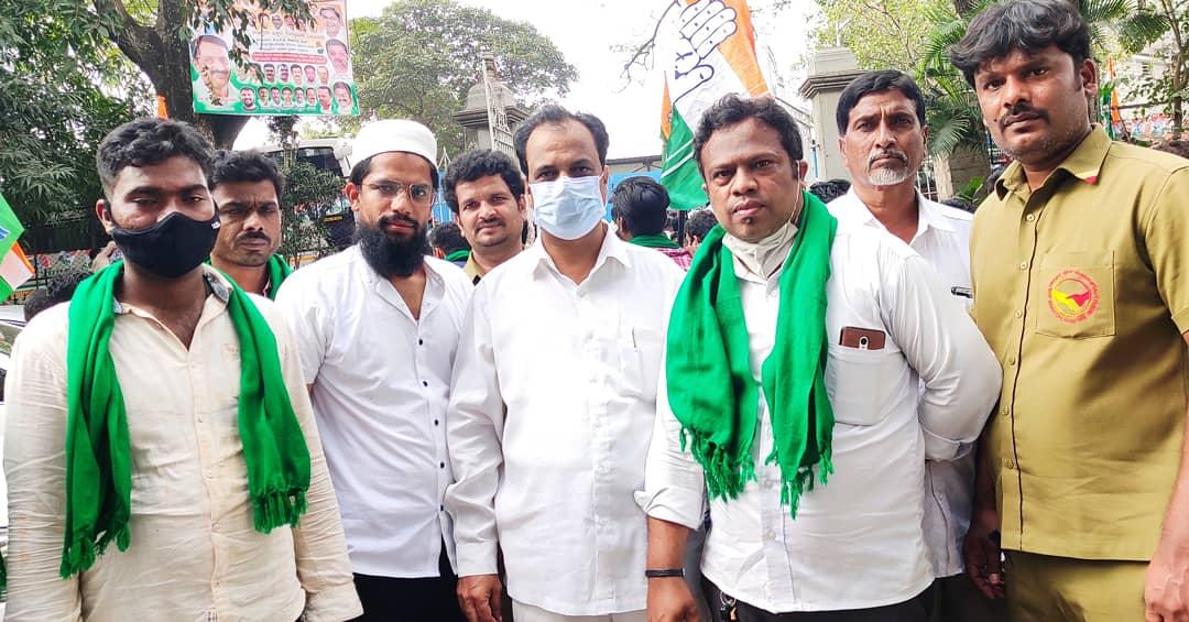 Participated at the Massive Protest rally in Bengaluru today.   INC Karnataka stands shoulder to shoulder with our farmers in their fight for justice  Jai Karnataka, Jai Jawan Kisan,  @DrKhanzafar @INCMinority #jaijawanjaikissan