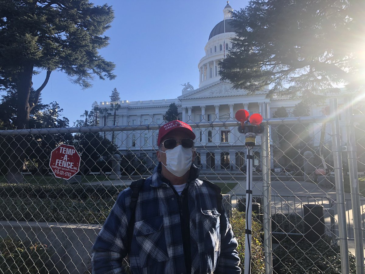 At the State Capitol in Sacramento, a lone Trump supporter wearing a red MAGA hat protested as President Biden took the oath of office Wednesday.   📷: @dustingardiner   Live #InaugurationDay updates >>