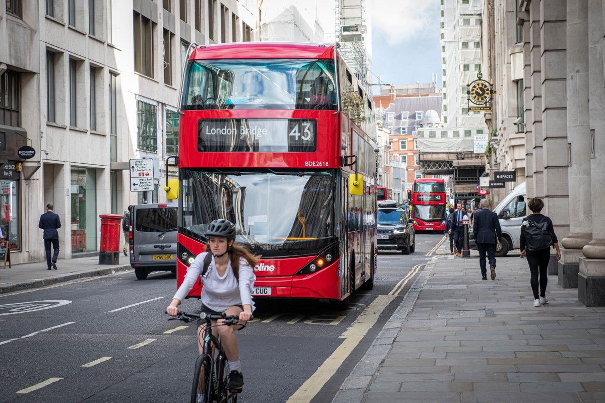 Some good news. Today, as part of our work to tackle the twin dangers of toxic air pollution and the climate emergency, I'm proud to say that @TfL's core fleet of 9,000 buses now meets the cleanest emission standards and will play a huge part in making the air we breathe cleaner.