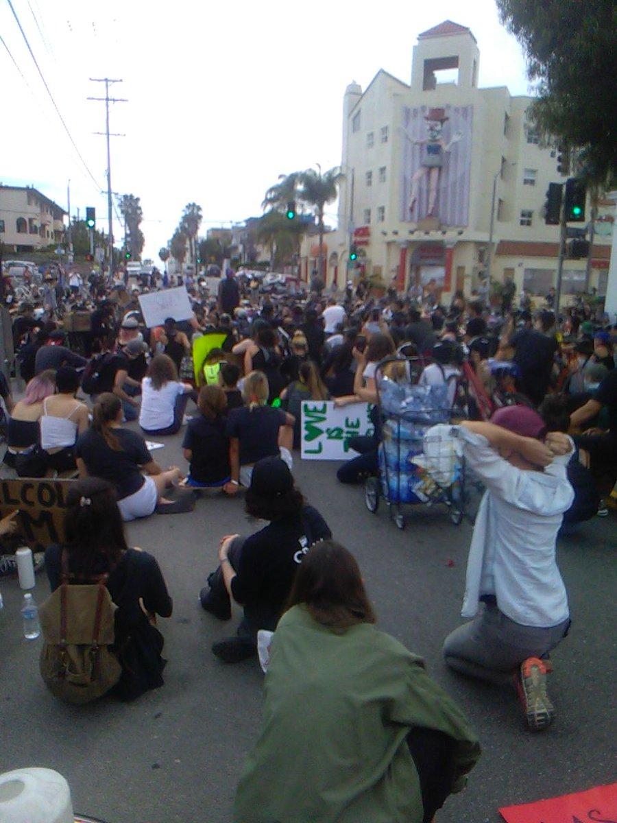 Venice Beach #LA showed up for George Floyd & Black Lives Matter  today KAMALA first #woman #black #Asian VP !!  #we are one #Human #family!  #Onelove #Blm #evolve #Blacklivesmatter #GeorgeFloyd #usa #america #waybackwednesday #greencloudartorg #Legalizelegends #pureAmericana2020