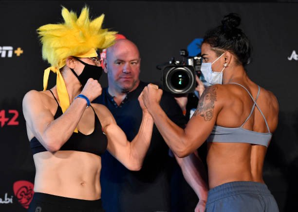 Chegou a luta principal para a GENTE hoje no #UFCFightIsland8 @ViviAraujoMMA x @Roxyfighter