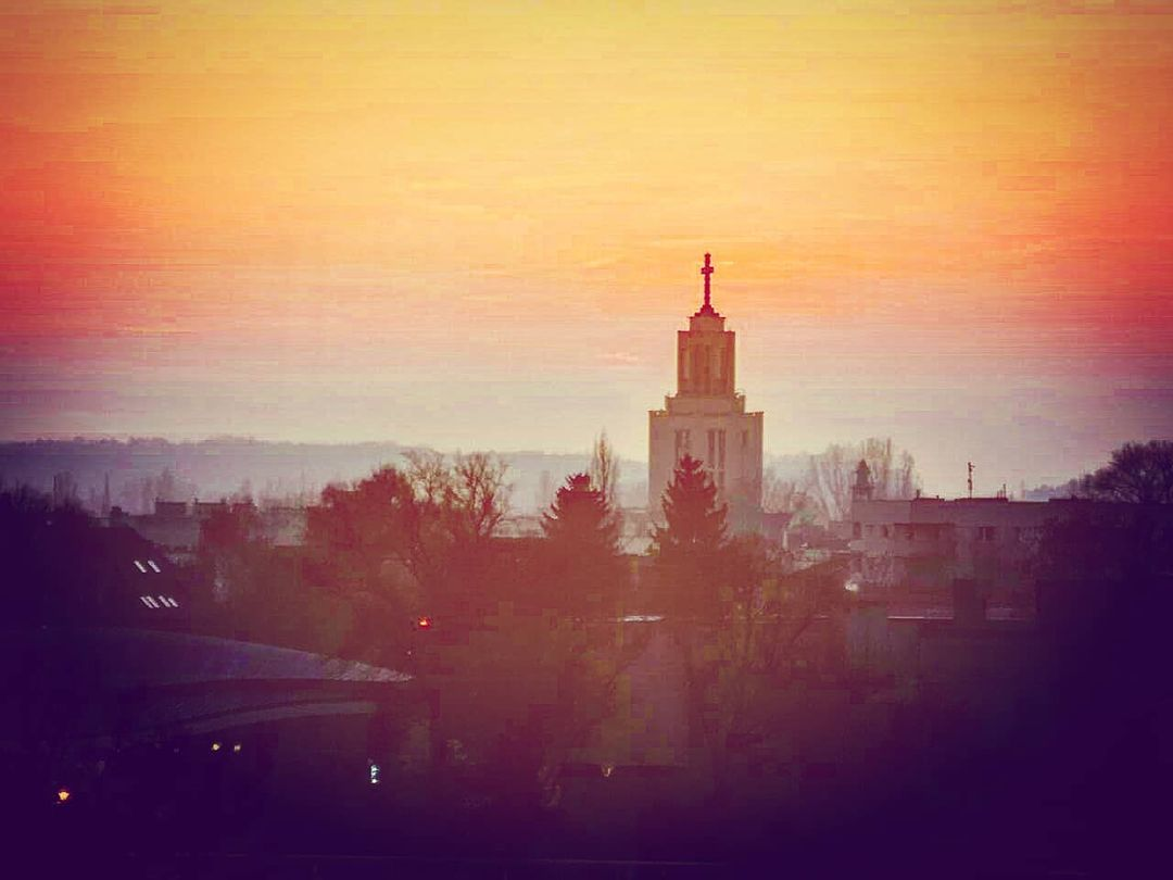 Krakow Sunset at Dusk #krakow #sunset #dusk #instasunset #cityscape #poland #church #sunsetphoto #sunsetphotography #redsky @krkexperience