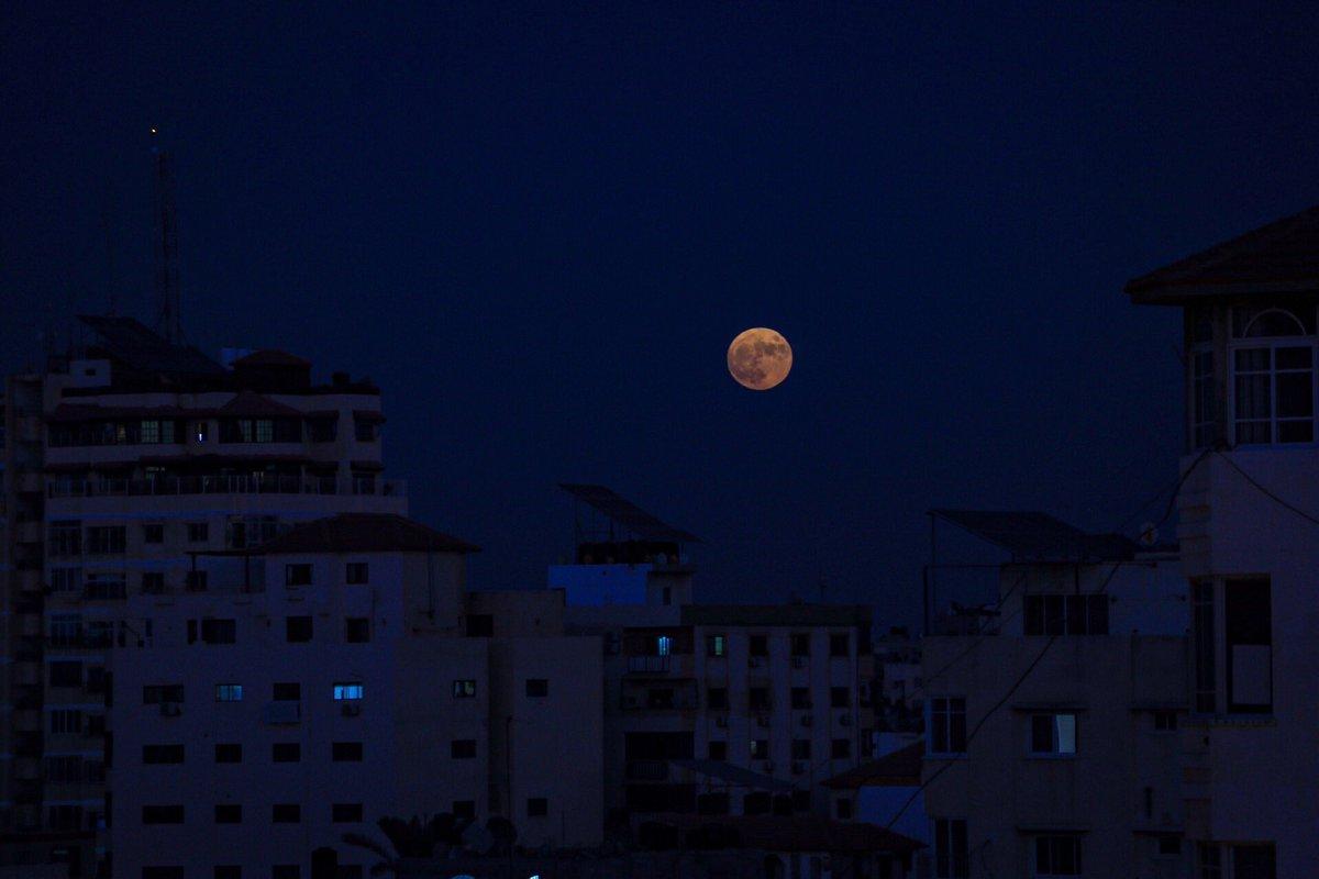 RT @aboodalhouseini: A Full Moon over #Gaza City. https://t.co/fgmcoCgUJL