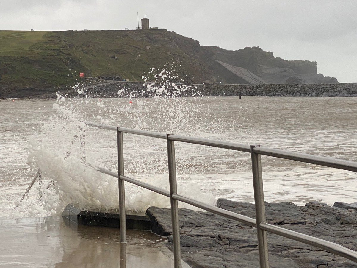 🔐🌊🔒🌊LOCKDOWN III DIARY - DAY 15 🌊🔒🌊 🔐  Wed | 12.00 | 🏝 | 🌊 |💨💨 Power  🌊 - railings starting to lean 😱😔💨#lovewhereyoulive #StormChristoph #windy #bude #openwaterswimming @VisitBude @BudeSeaPool @cornwall A tad windy. Thanks Christoph-not! Stay safe. Stay smiling.