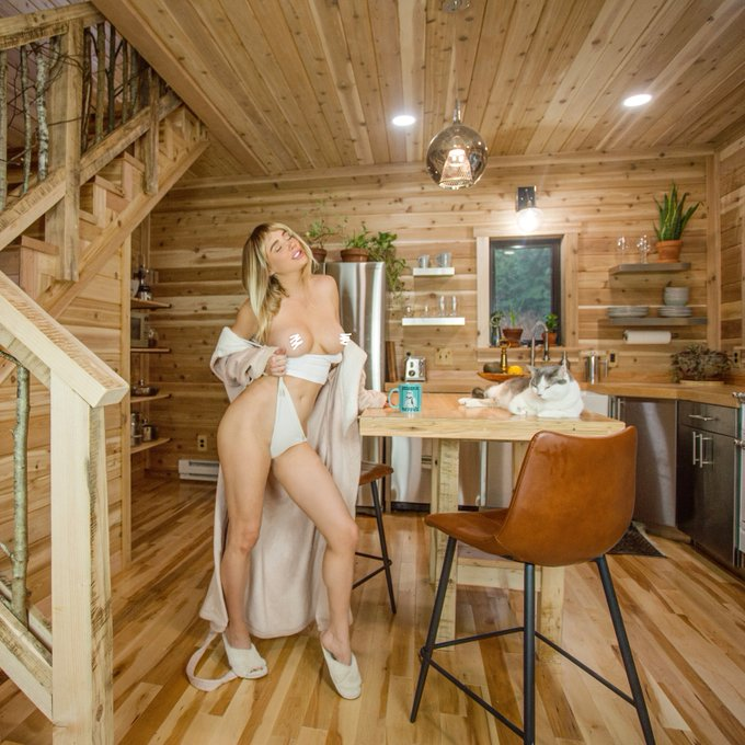 New Photoset featuring a just finished, brand new kitchen! Catch the uncensored stuff on my Patreon https://t
