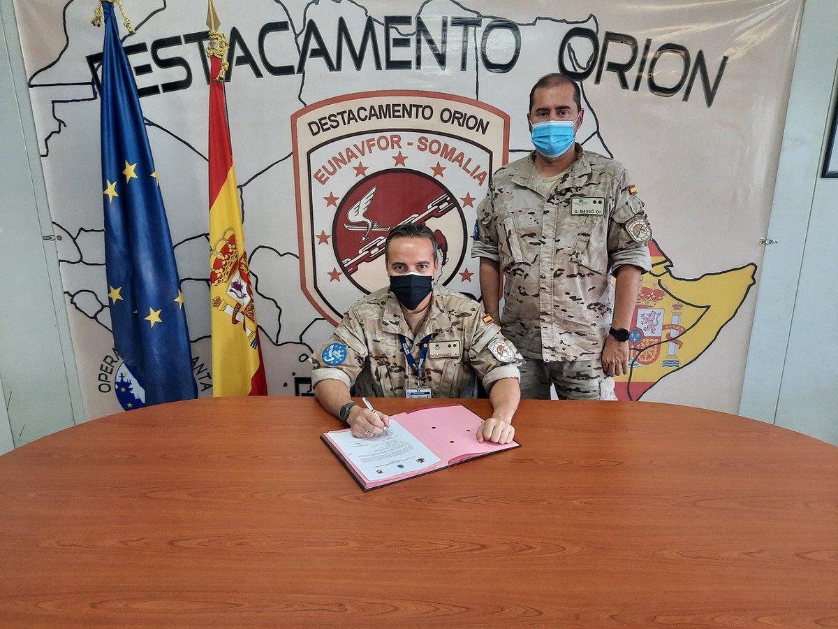Relevo en el #DestacamentoOrión @EjercitoAire 🇪🇸, encuadrado en la #OperaciónAtalanta @EUNAVFOR 🇪🇺 👉 El teniente coronel G. Massó pasa el testigo al teniente coronel Domínguez  #MOPS #ElValorDeLoConjunto