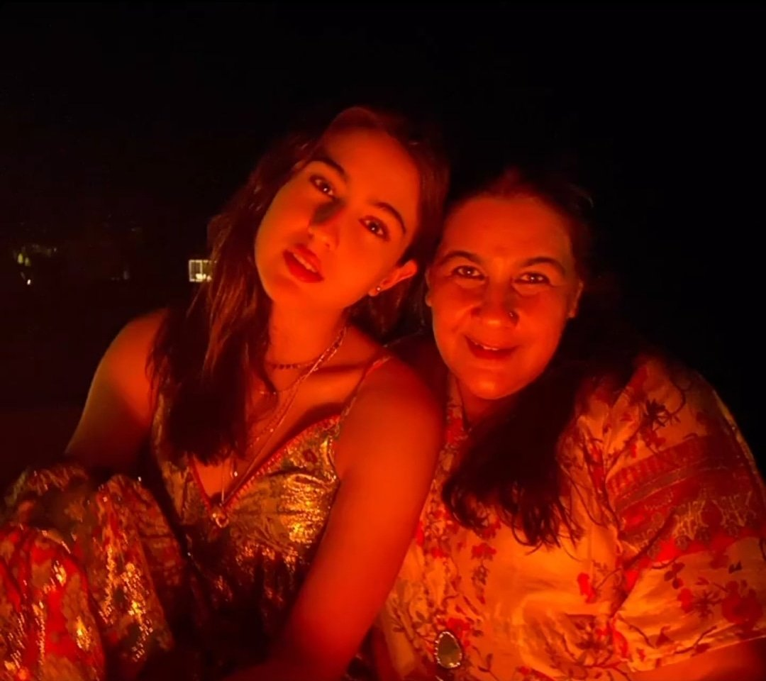 """In my life, you are the sun that never fades and the moon that never wanes.""""   #SaraAliKhan #amritasingh #MotherDaughter #life #Maldives"""