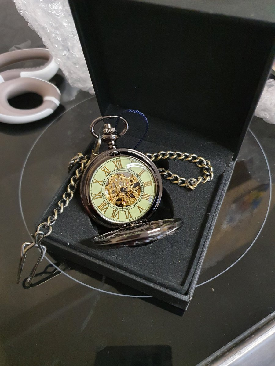 So I invested in a decent pocket watch for steampunk fem Barbatos cosplay and I think I'm in love  #obeyme #obeymeshallwedate #swd #obeymecosplayer #obeymecosplay #barbatos #barbatosgenderbend #steampunk #steampunkbarbatos #ukcosplayer #cosplay #cosplaybuild