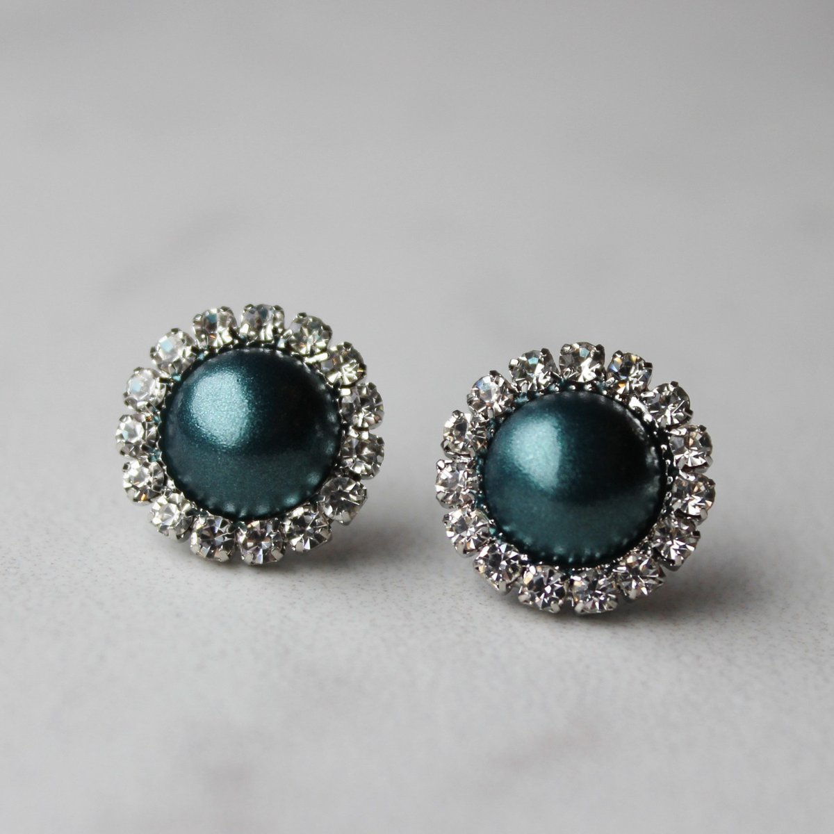 Teal Green Pearl Earrings, Teal Green Bridesmaid Earrings, Teal Green Jewelry, Gift for Bridesmaids, Pine Green, Dark Green Jewelry  #style #smallbiz #shopsmall #etsyshop #shopping #gifts #etsy #ecommerce