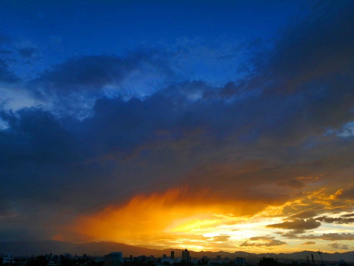 #cdmx #mexico #cityscape #nofilter #huaweip30lite #sky #sunsetphotography #fotografie #photographylovers #photographyislife #fotografia #PhotoChallenge2021January