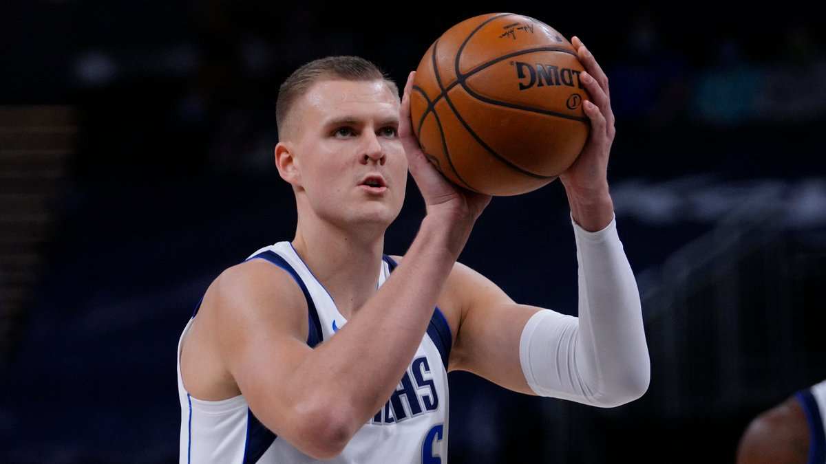 Kristaps Porzingis is putting in work 👀  13 PTS, 8 REB and 27.1 FPTS in the 1H. https://t.co/DHrlS5dulI