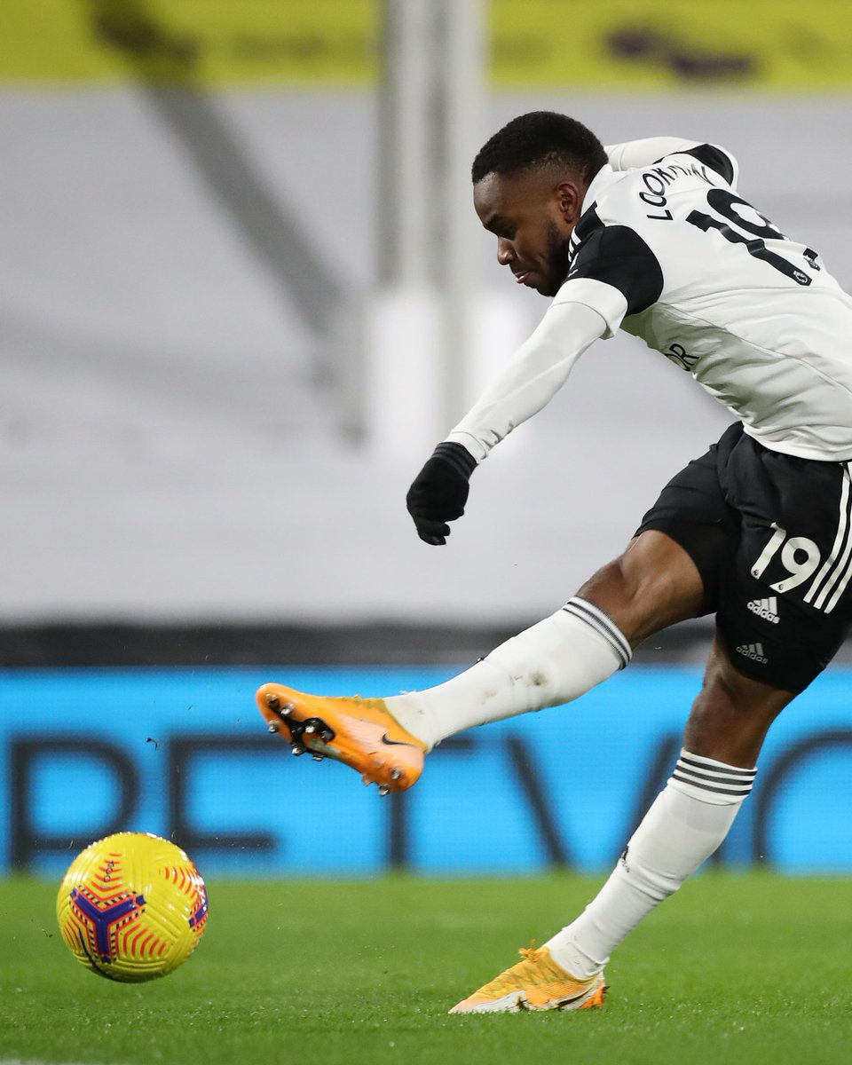 HALF-TIME Fulham 1-1 Man Utd  All square at the break after Edinson Cavani cancels out Ademola Lookman's early opener  #FULMUN