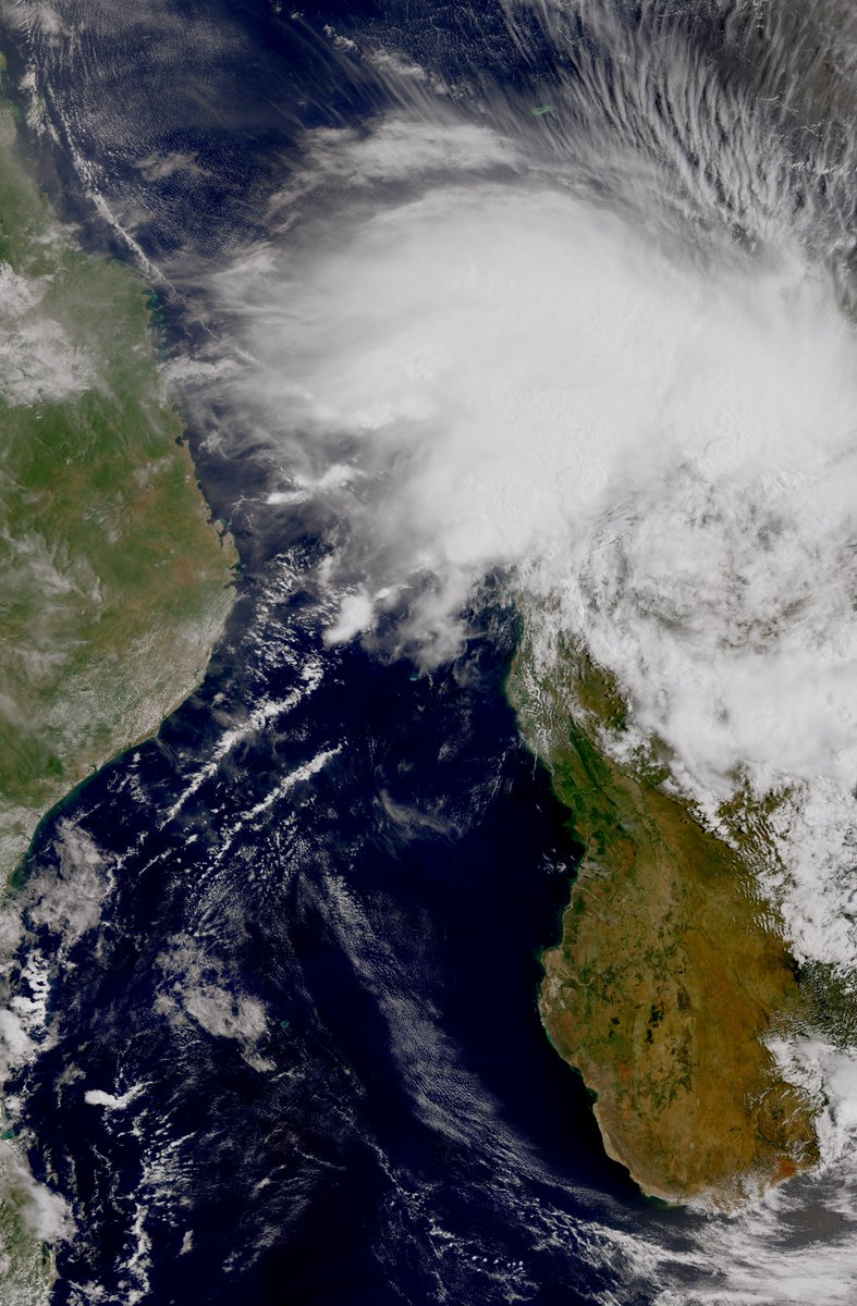 Stunning view of Tropical Cyclone #Eloise as is passed by #Madagascar earlier today, seen by the #Sentinel3B satellite. Eloise brought strong winds, rough seas and heavy rain. Its forecast to continue on, impacting Mozambique at the weekend.