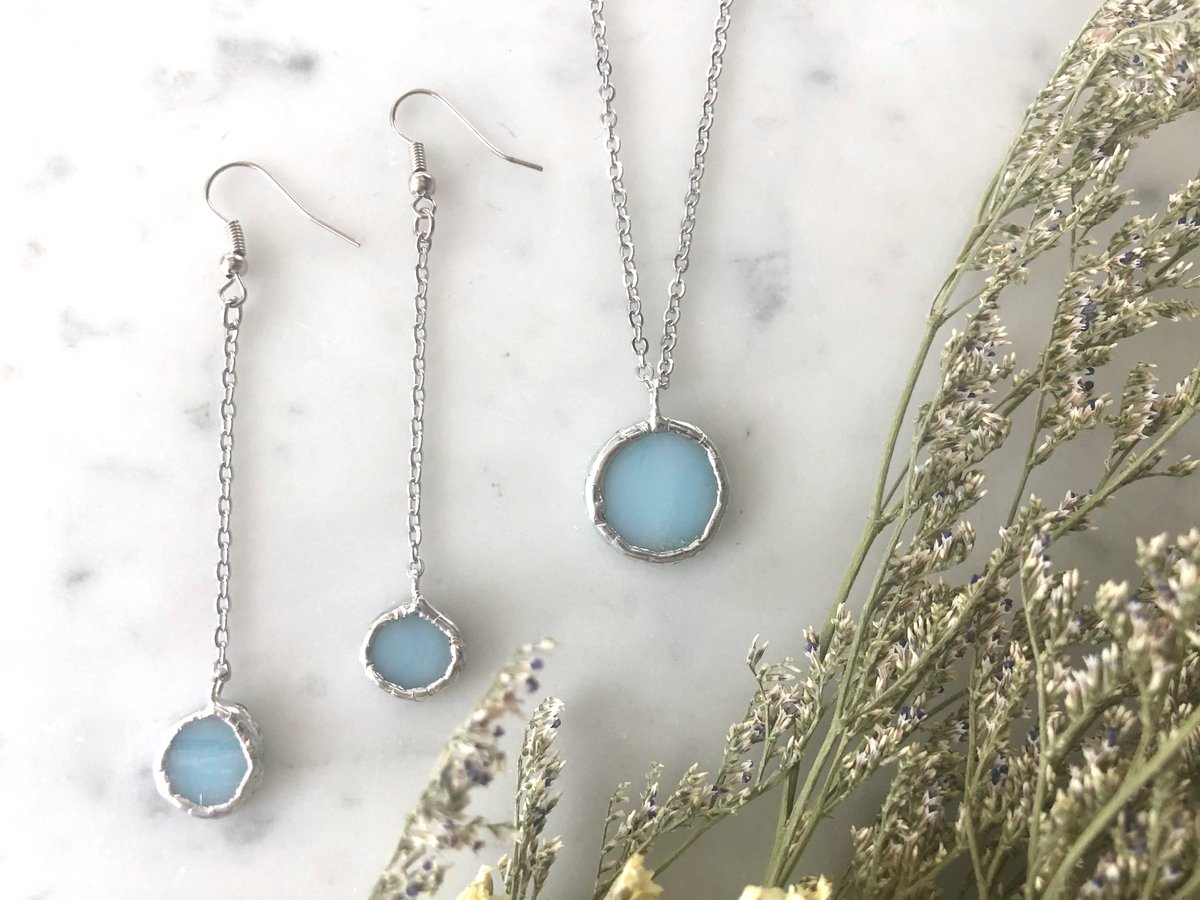Tiffany blue, stained glass necklace and earring set now available at Ledbelly! https://t.co/375ZVQev1i  #tiffanyblue #tealblue #stainedglass #stainedglassart #stainedglassjewelry #glassart #glassartist #glasswork #minimalistjewelry #jewelryset #ooakjewelry #geometricjewelry https://t.co/MSHTE7eO79