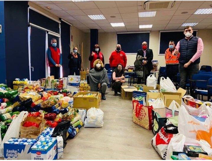 @protecvillalba los alimentos recogidos en la campaña de #navidad2020  por #ProteccionCivil ya han sido entregado a @CaritasMadrid y @CruzRojaMadrid  ¡Muchas gracias a todos !  #Lasprotescuentan