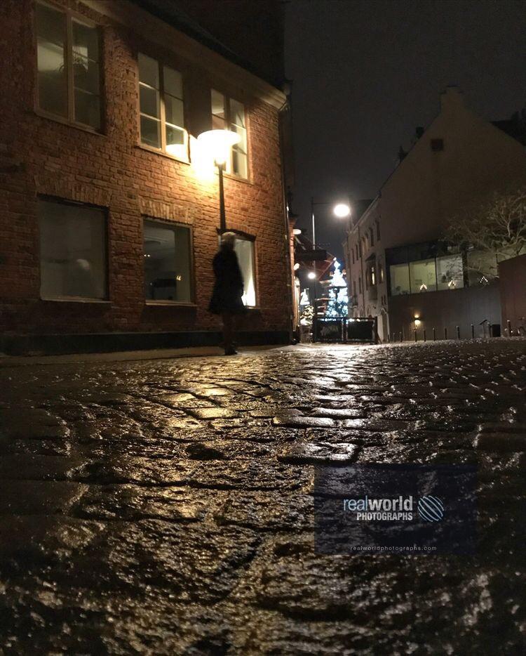 A lone figure stands on a quiet, west and dark Lund street. Sweden. #sweden #photojournalism #lund #dark #wet #quiet #night #weather #skane #travelphotography #garymoore #realworld  #garymoorephotography #realworldphotographs  #bilder #photography #bild #streetphotography https://t.co/yY6rql8vd6
