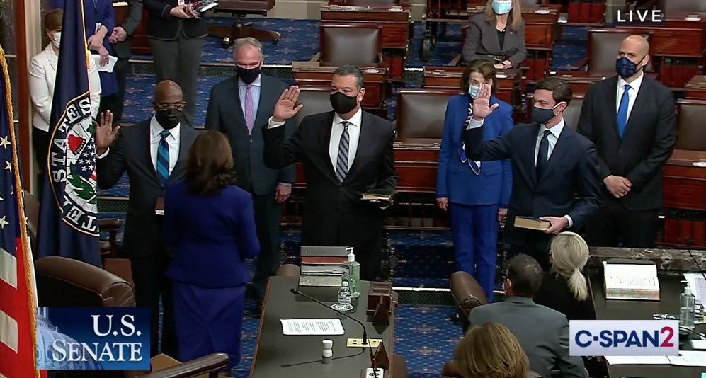 Historic moment in US Senate: @KamalaHarris, first woman/Black/South Asian VP, swears in first Black senator from Georgia, first Jewish senator from Georgia & first Latino senator from California https://t.co/ImMSgLye9F