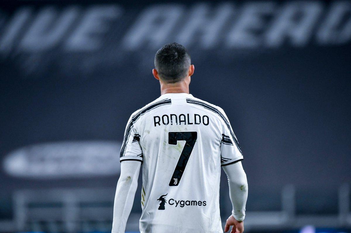 La #Juventus se impuso al #Napoli y se llevó la #Supercopa de #Italia. Por si fuera poco, #CristianoRonaldo llegó a 760 goles y se consolida como el máximo anotador en la historia del futbol.🔥⚽ #CR7: 760 #Bican 759 #Pelé 757 #Romário 749 #Messi 719 #Puskás 705