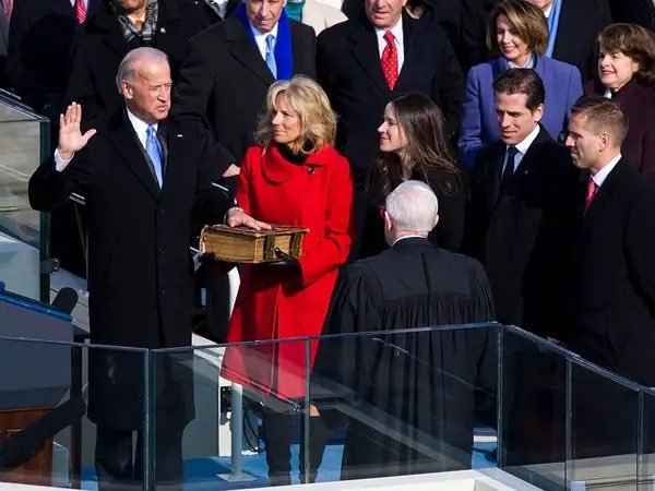 Biden sworn in using Obama's autobiography - or rather part 1 of his autobiography #InaugurationDay #Biden #obama #apromisedland