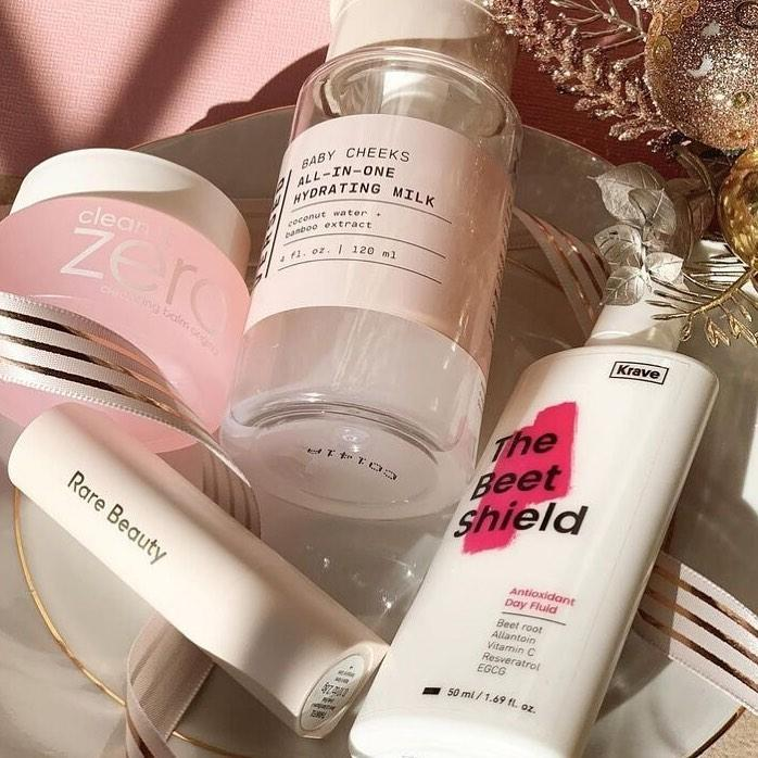 """#hypebaebeauty: vicstylesthis shares skincare is important to her.  """"Skincare is important to me because when I do my skincare routine, I'm spending some time to care for and focus on myself.""""  Photo: vicstylesthis"""