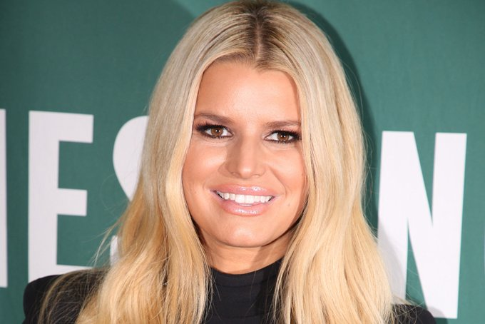 Jessica Simpson Braves the Snow Wearing a Bikini and 4-Inch Faux Fur Heels Photo