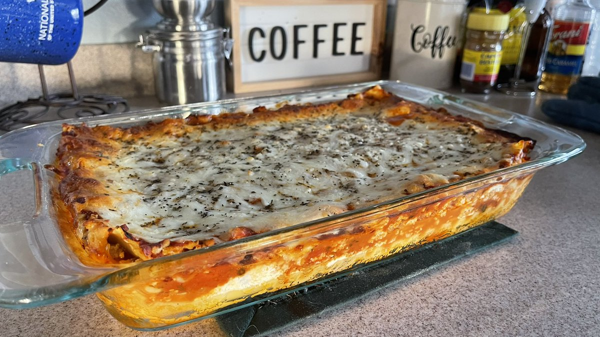 I cooked #lasagna!! 😍 I usually make the red sauce from scratch but I've been so busy that I used a red sauce I got from Little Italy in #Cleveland Ohio, smells yummy!!  Want some? 😉  #cooking #dinner #food
