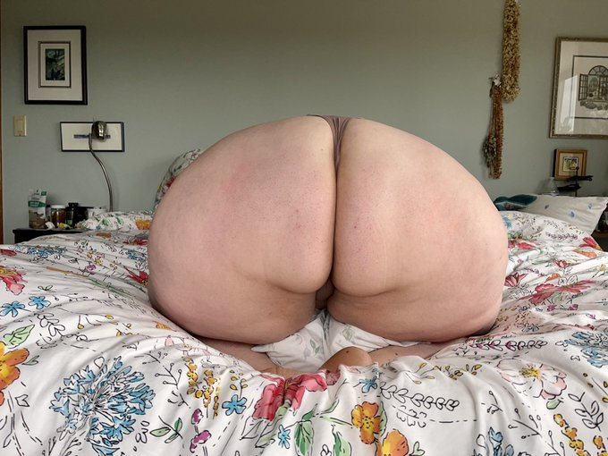 Big, round juicy ass - what can I say, I'm blessed. But how blessed would you be if you got to squeeze