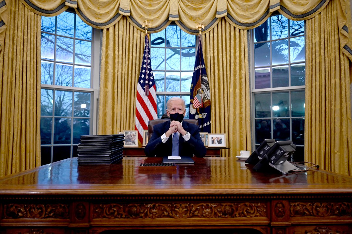 President Biden in the Oval Office on this date January 20, 2021. Photo by Jim Watson. #OTD #InaugurationDay https://t.co/2Xq094KF9v
