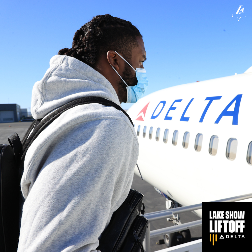 Wheels up for a seven-game trip 🛫 #LakeShowLiftoff https://t.co/G64IyEZysj
