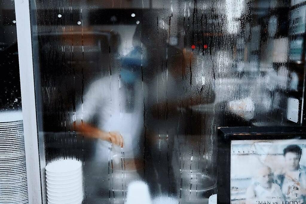 Window Workers . . . . . #35mm #darkroomapp #detroit #motorcity #minimalzine #artofvisuals #photooftheday #spicollective #streetphotography #streetlife #streetstyle #everybodystreet #city #gramslayers #grainisgood #urbanphotography #illgrammers #vsco #ra…