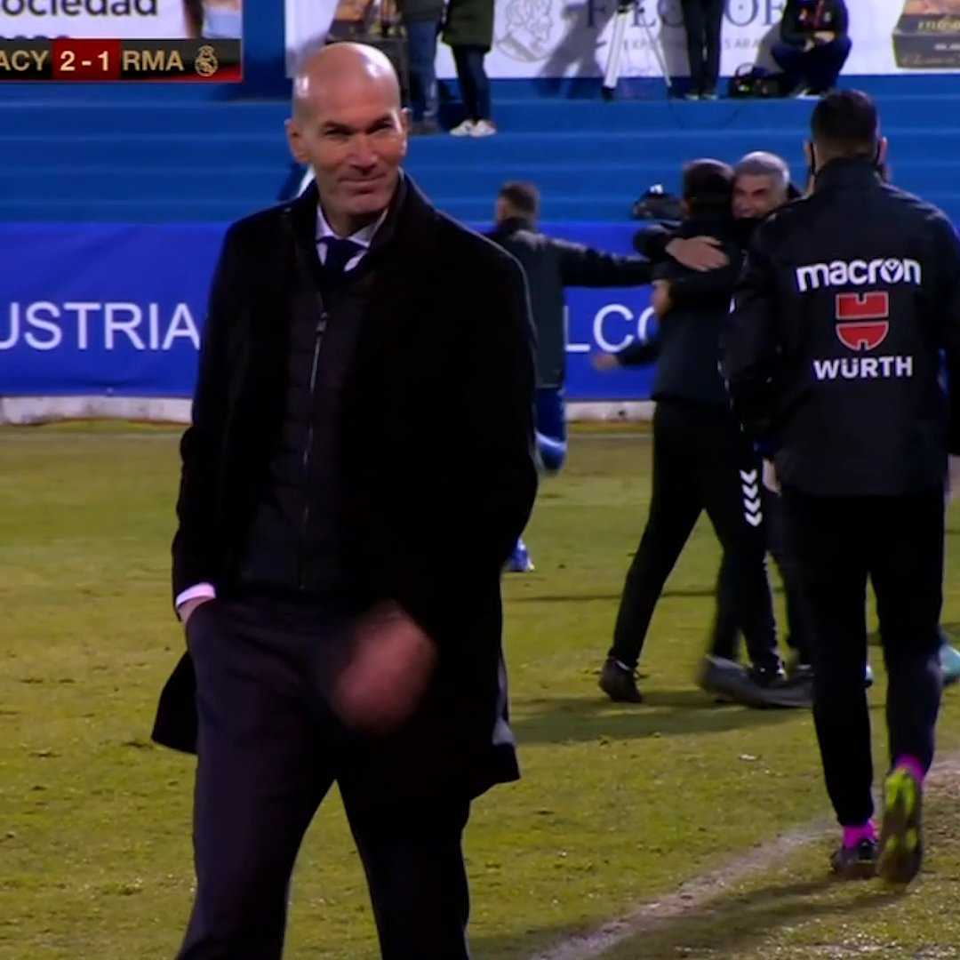 Zidane dropped a small smirk after Alcoyano scored the winner over Madrid 👀