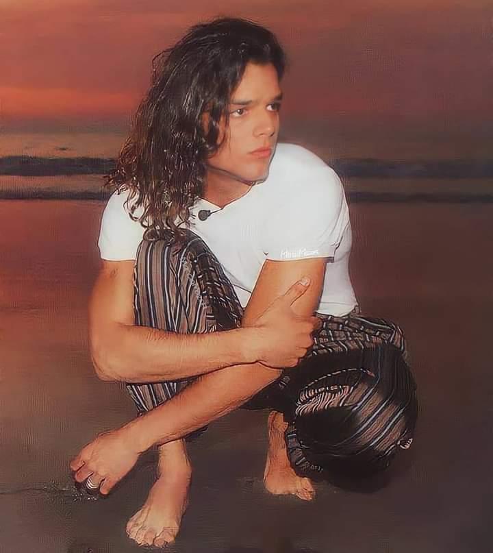 Lindura universal @ricky_martin 💜.  #RickyMartin #PausaPlay #Pausa #FamiliaVioleta #Argentina #FamiliaElite #MiSangre #Quiéreme #Simple #CaeDeUna #Recuerdo #Cántalo #Tiburones #TiburonesRemix