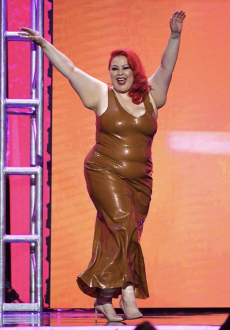 I love this photo of me walking onto the @avnawards stage last yr as a presenter. I was thrilled to see