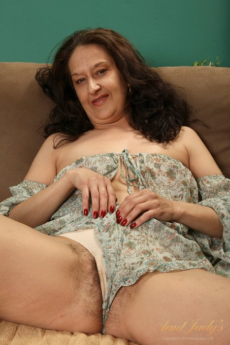 1 pic.  GOT BUSH? .. Cherise   Sexy 43yo Amateur PNW MILF Cherise. Another FullBUSH masterpiece by