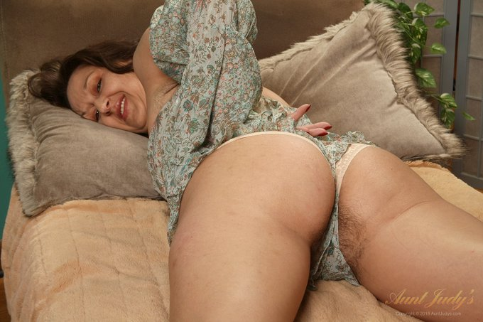 3 pic.  GOT BUSH? .. Cherise   Sexy 43yo Amateur PNW MILF Cherise. Another FullBUSH masterpiece by