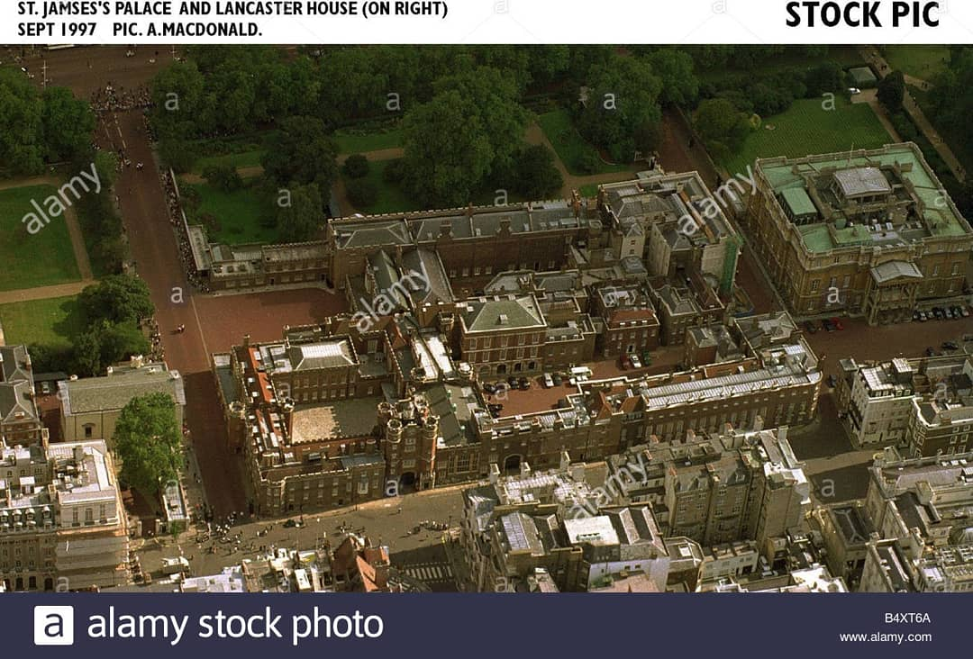 ISTANA ST JAMES asalnya adalah sebuah hospital untuk merawat pesakit kusta sebelum diambil alih oleh RAJA HENRY VIII OF #ENGLANDada tahun 153q untuk dijadikan salah satu istana baginda.  #otd #history #anniversary #stjamespalace